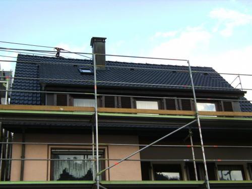 Dach beschichtet im Farbton anthrazit.