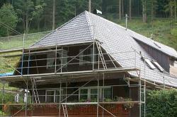 Dach während der Bearbeitung, Bedachung gereinigt!