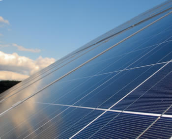 Eine saubere Photovoltaikanlage erbringt eine höhere Rendite
