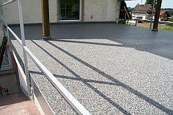 Terrasse vor der Sanierung.